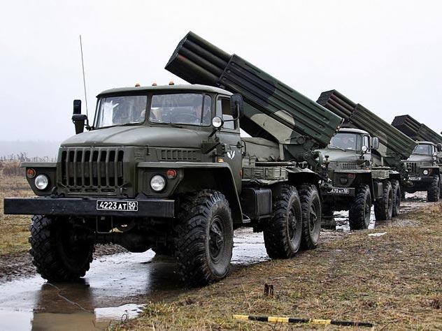 Дивизион российских РСЗО БМ-21 «Град» готовится дать залп по противнику. Источник: wikipedia.org