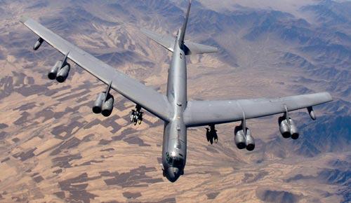 Американский стратегический бомбардировщик В-52 в небе над Афганистаном. Источник: wikipedia.org