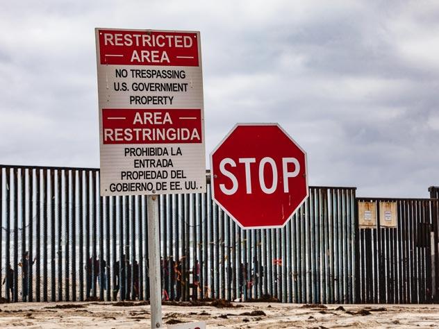 В США мигранты погибли при попытке сбежать от пограничников
