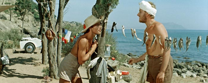 Андрей Миронов (справа), посмотрев материал к фильму «Три плюс два» (1963 г.), был очень расстроен тем, как выглядит на экране. Кадр из фильма