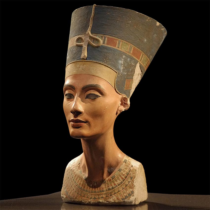 Фотография бюста египетской царицы Нефертити в берлинском Новом музее.
