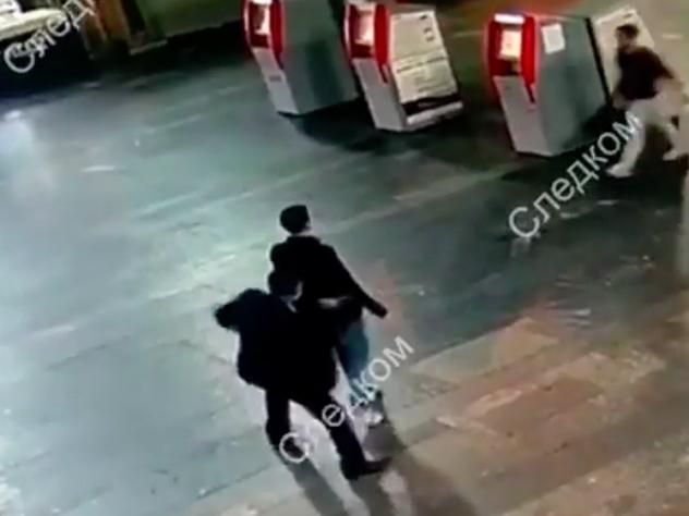 Нападение мужчины с ножом, ранившего двух человек на Курском вокзале