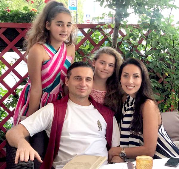 Татарская звезда с мужем-бабником и двумя талантливыми дочками