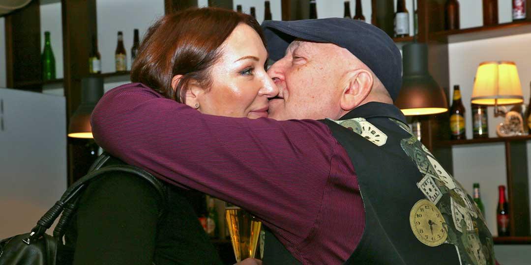 Виктор Пеленягрэ устроил эротические танцы с женой