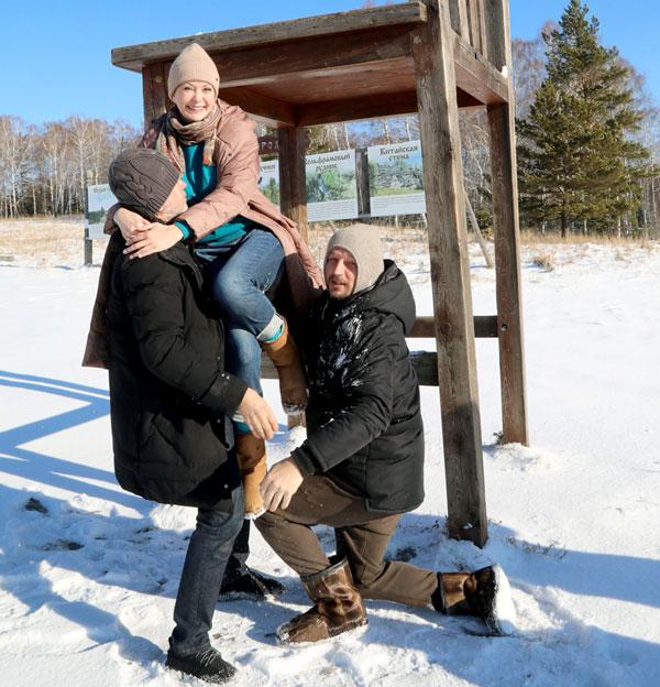 Иллюзионист Карза и актер Яременко с удовольствием помогли Ольге спуститься на землю
