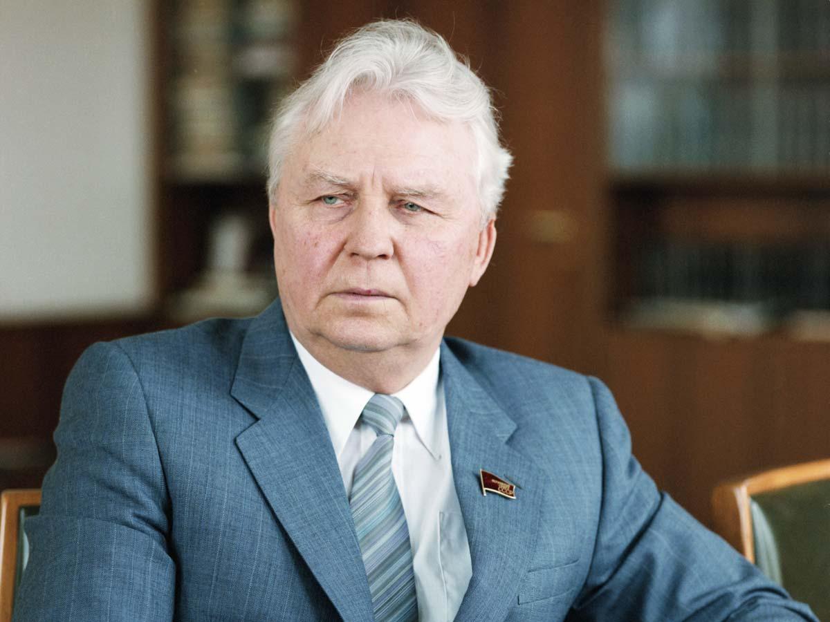 Названы причины смерти Егора Лигачева