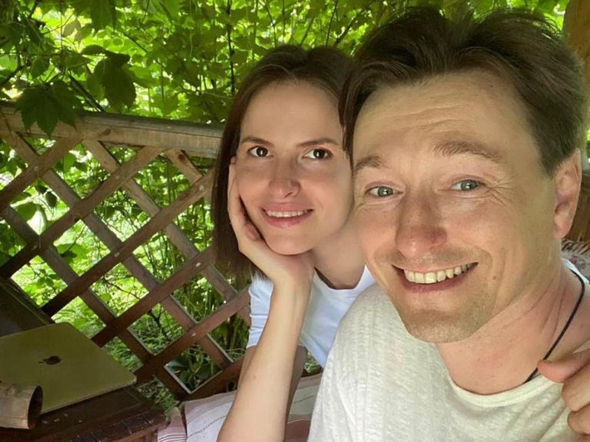 «Вылитая мама»: Сергей Безруков удивил снимком подросшей дочки Маши